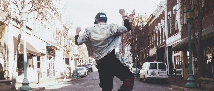 PostImage 6HealthBenefitsOfListeningToPopMusic ItsANaturalAntiDepressant - 6 Health Benefits of Listening to Pop Music